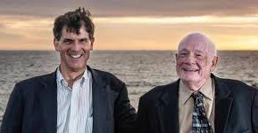 El Dr. Alexander junto a Raymond Moody