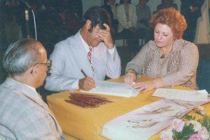 Marlene Nobre, autora de La Obsesión y sus Máscaras, junto a Chico Xavier