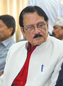El Dr. Rawat