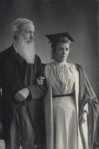 Eusapia Palladino con Henry Sidgwick