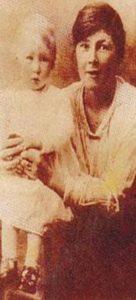 Mary Sutton junto a su hija Phillips en 1927
